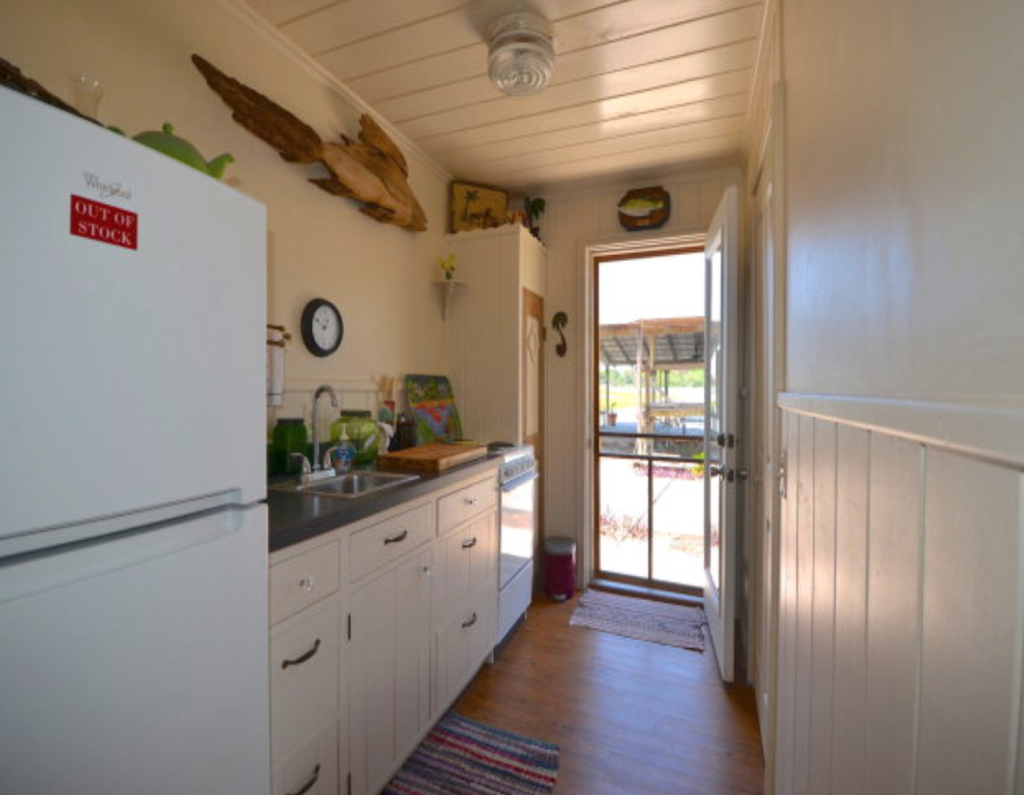tiny houses - tropical kitchen