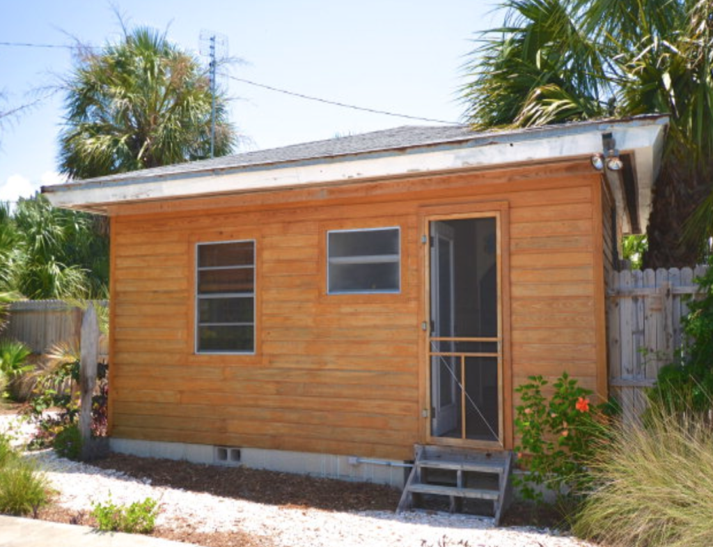 A Tropical Tiny House In Florida S Cedar Key Floating